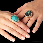 Do you prefer Turquoise or Labradorite ? Our Sahara ring collection offers so many possibilities ! 🏝🏝🏝🏝🏝🏝 . . . #AlexandraAbramczyk #AlexandraGoodVibes #Color #itsallaboutshakra #energy #chakra #rainbow #colorblock #eatpraylove #sahara #sahararing #labradorite #magicalstone #diamond #cocktailring   